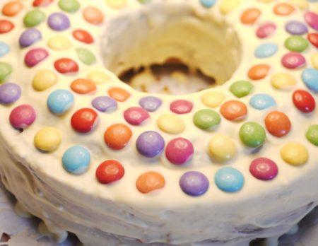 Geburtstagsklassiker: Köstlicher schneller Geburtstagskuchen // HIMBEER