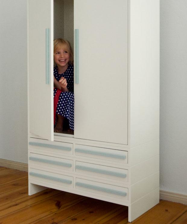 Schrankversteck – robuste Möbel halten Kinderspiele aus // HIMBEER