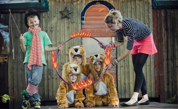 himbeer kindergeburtstag im zirkus feiern berlin mit kind. Black Bedroom Furniture Sets. Home Design Ideas