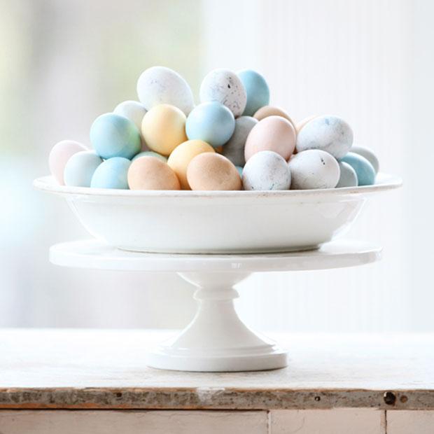Ostereier mit natürlichen Zutaten färben – Ostern mit Kindern // HIMBEER