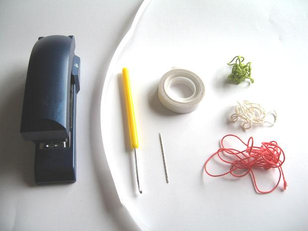 Armband aus Pakteband: Material // HIMBEER