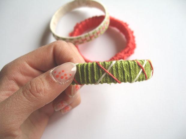 Armband aus Paketband und Garn in Grüntönen // HIMBEER