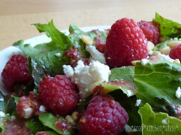 Salat mit Himbeeren – sommerliches Rezept für Familien // HIMBEER