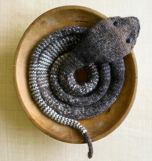 Eine Schlange Zum Stricken Himbeer