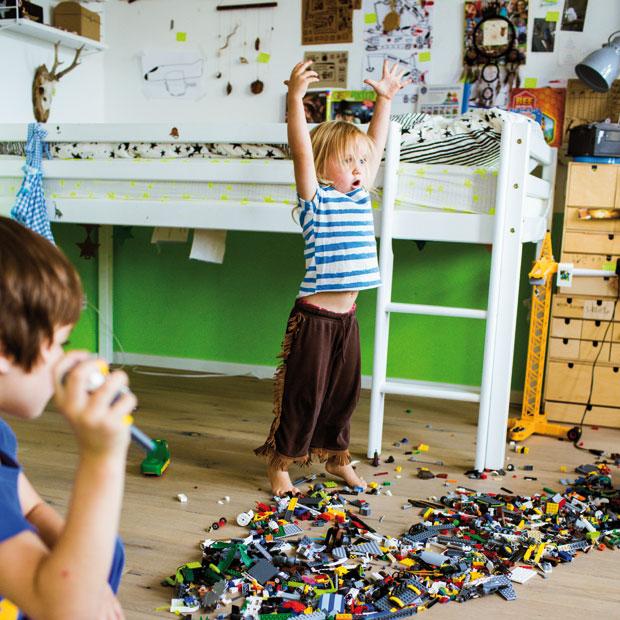 So schnell kann man gatr nicht gucken, wie schnell drei Kinder eine Spur der Vewüstung durch die Wohnung ziehen // HIMBEER