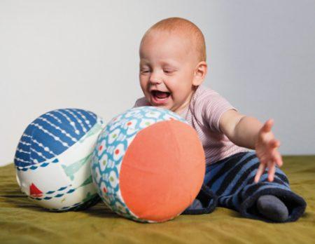 Pop-up-Ball für kleine Kinder selber nähen, Nähanleitung // HIMBEER