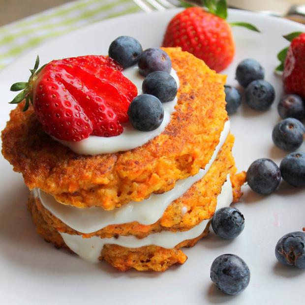 Rezepte für Familien mit Möhren: Möhrenkuchen-Pancakes // HIMBEER
