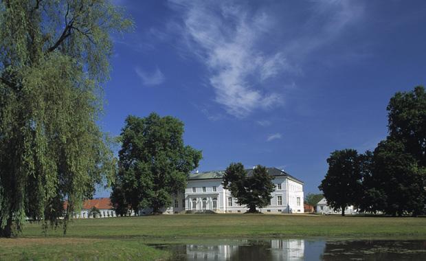 Ausflugsziel für kulturell interessierte Familien: Schloss Neuhardenberg // HIMBEER