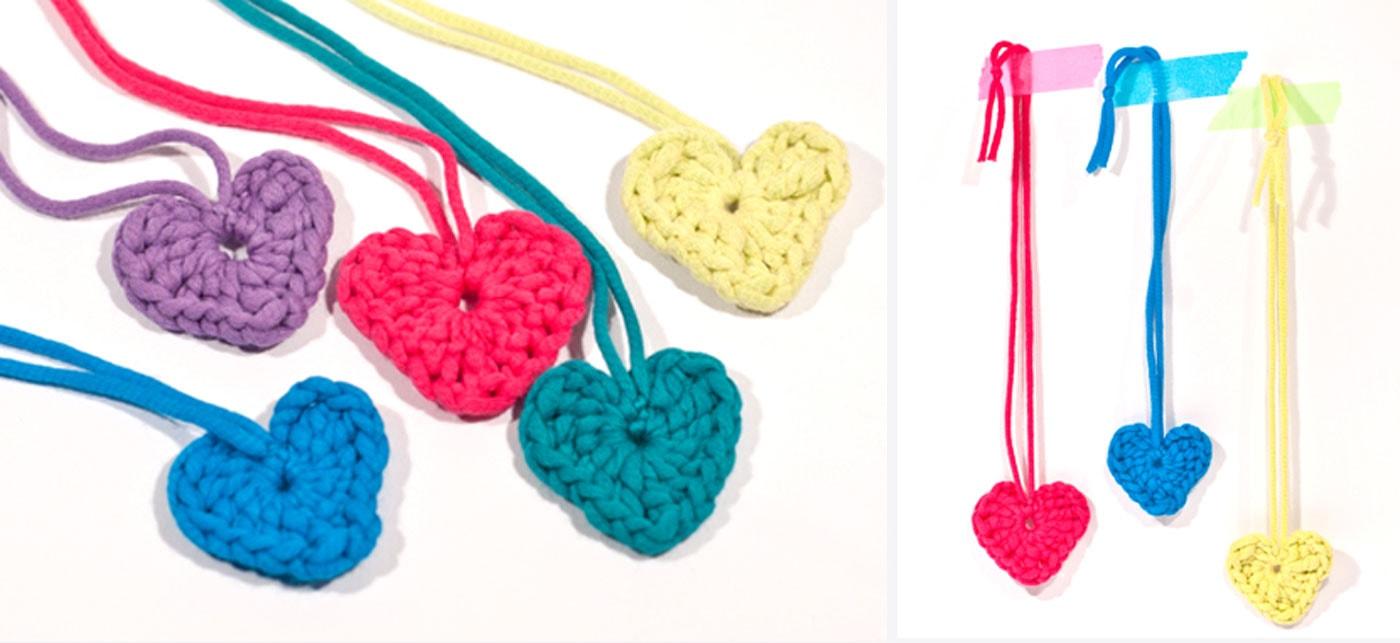 DIY für Kinder – Geschenk aus Wolle: Gehäkelte Herzen // HIMBEER