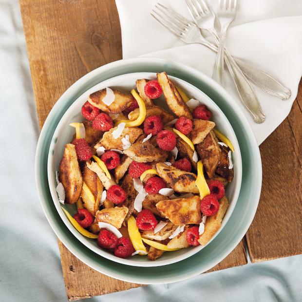 French Toast-Salat mit Mango, Himbeer und Kokos – Picknick-Rezept // HIMBER