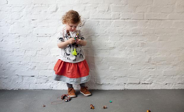 DIY-Idee für Kinder: Bunten Herbstschmuck aus Eicheln basteln // HIMBEER