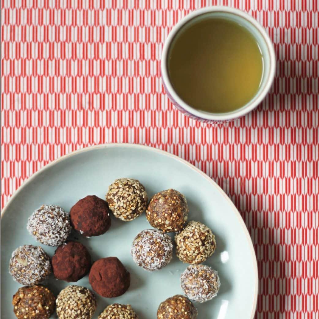 Rezept für selbstgemachte Energy Balls, Stillkugeln // HIMBEER