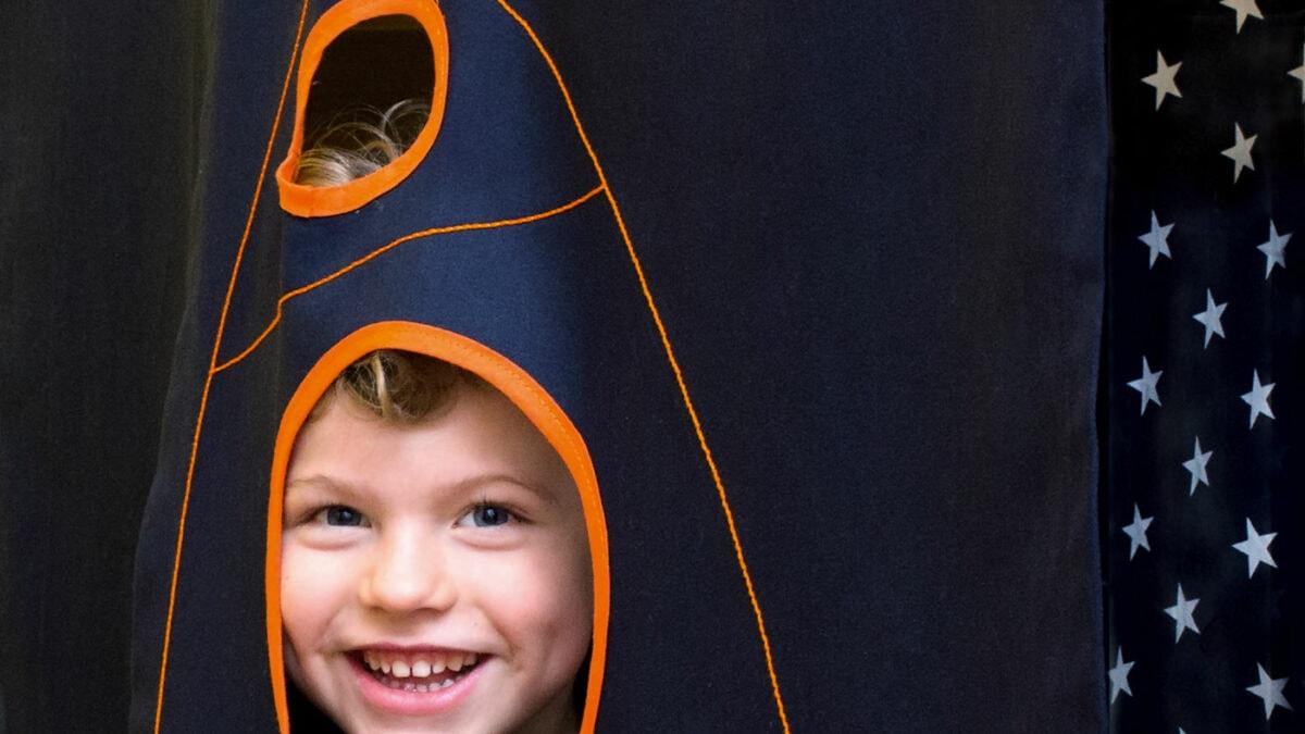Einrichtungstipps zum Wohnen mit Kindern : Spielvorhang // HIMBEER
