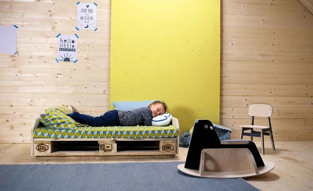 diy anleitung kindersofa aus europalette selber bauen. Black Bedroom Furniture Sets. Home Design Ideas