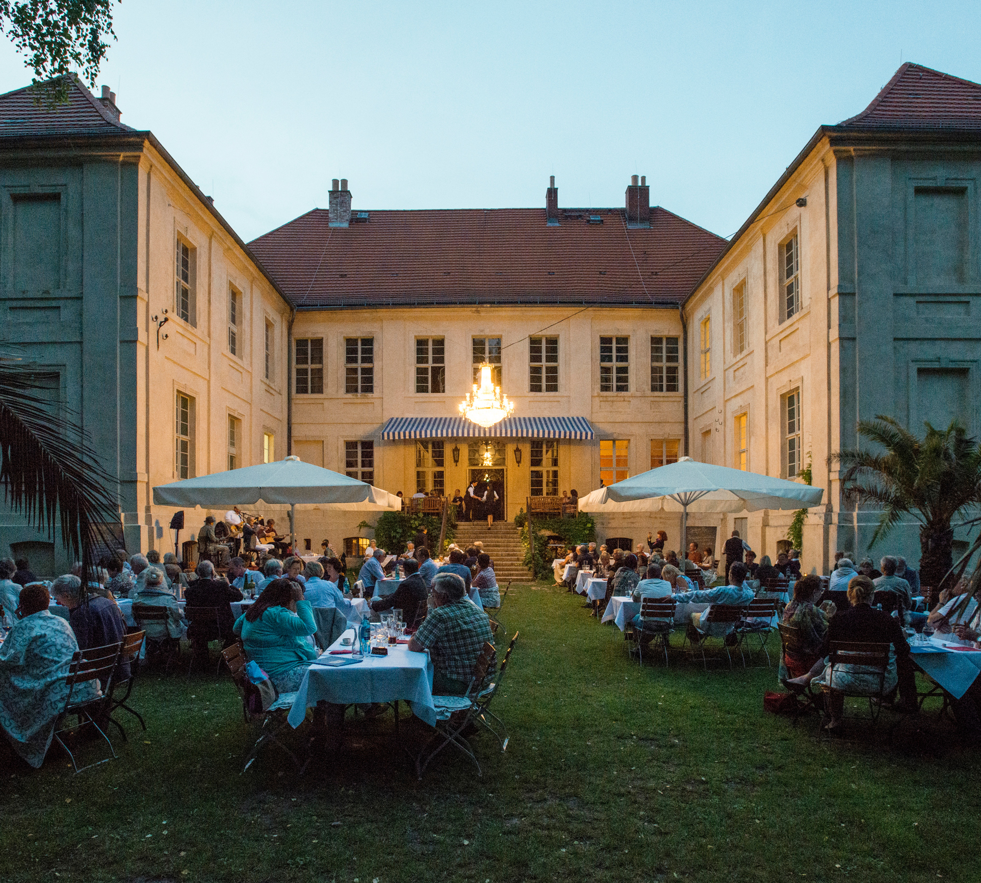Das Schloss Schwante | HIMBEER Magazin