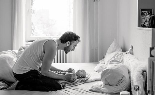 Babyfotos – wie sie gelingen, Tipps von der Familienfotografin Leni Moretti // HIMBEER