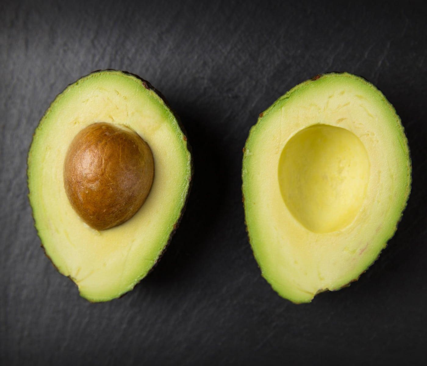 Rezept für Himbeere-Avocado-Smoothie-Bowl: Avocado // HIMBEER