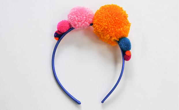 Lieblingssachen für Kinder zum Verkleiden: PomPom-Haarreif für Kinder // HIMBEER