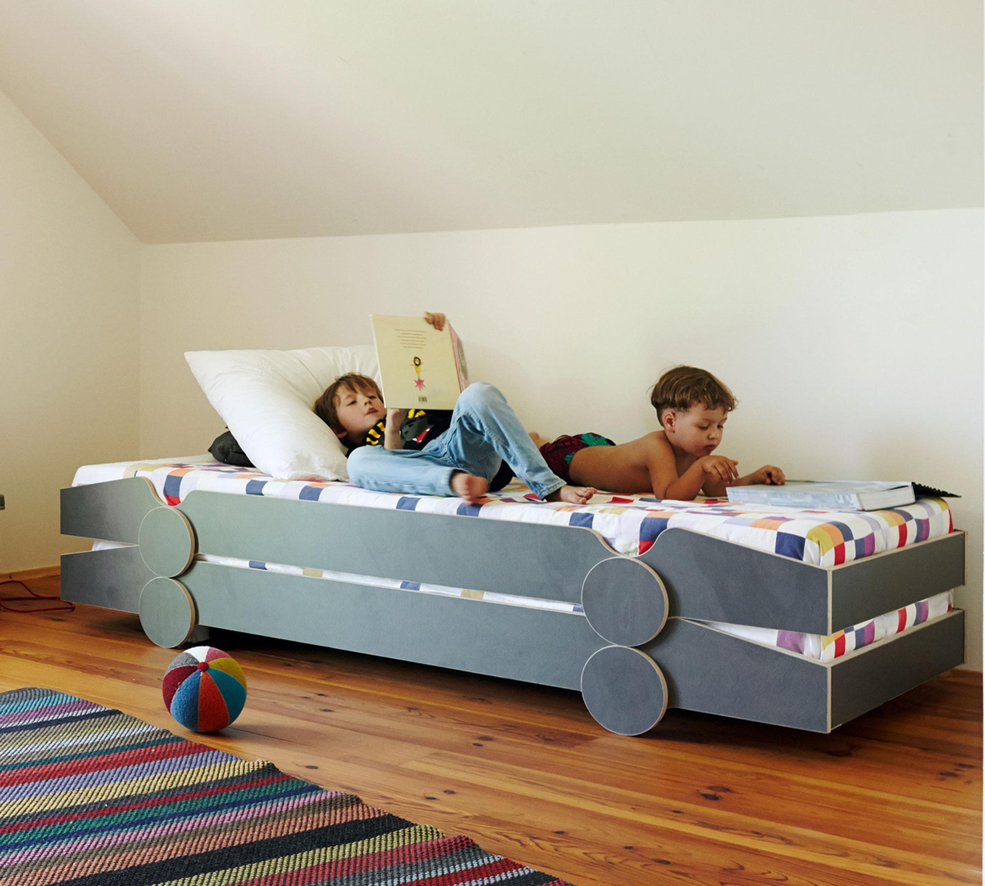 Mitwachsende Kindermöbel und Kinderbetten von De Breuyn // HIMBEER