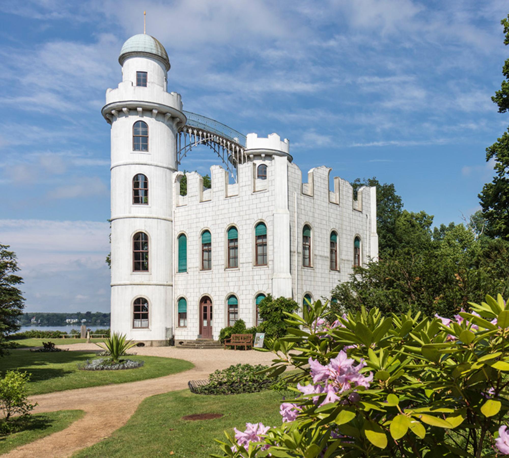 Schloss auf der Pfaueninsel | HIMBEER Magazin