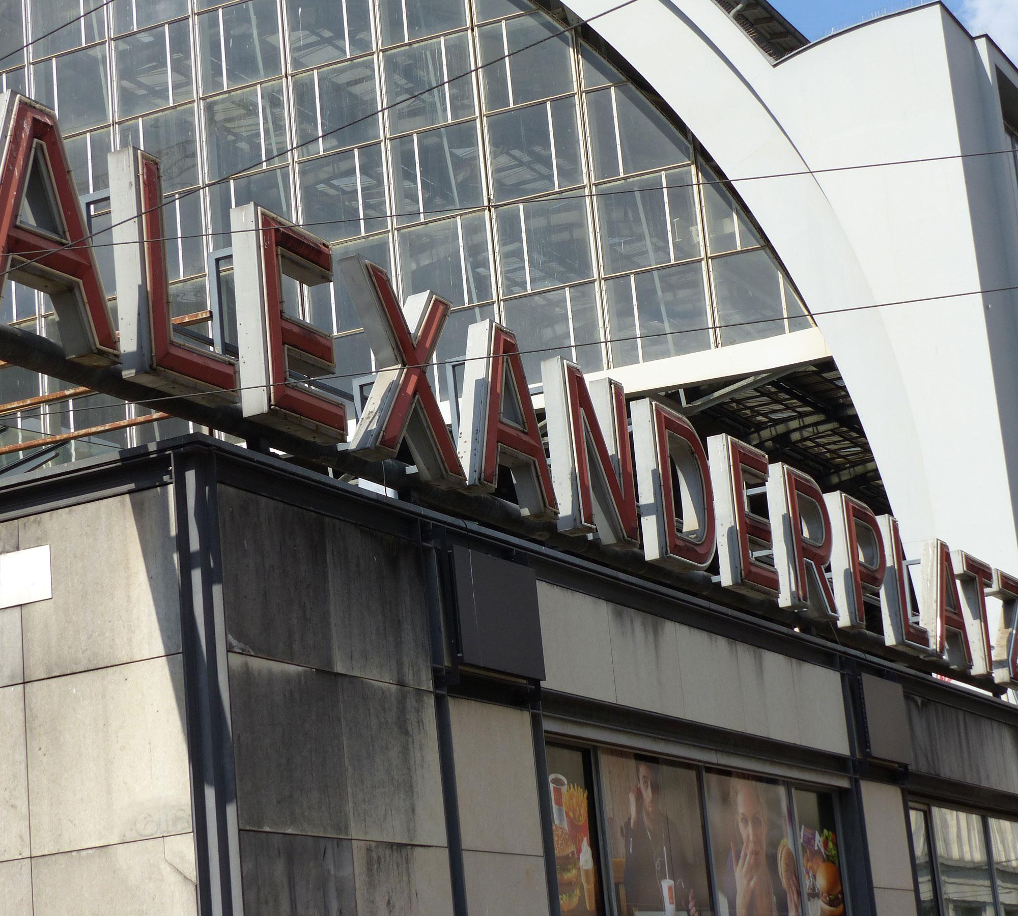 Unterwegs am Alexanderplatz | HIMBEER Magazin