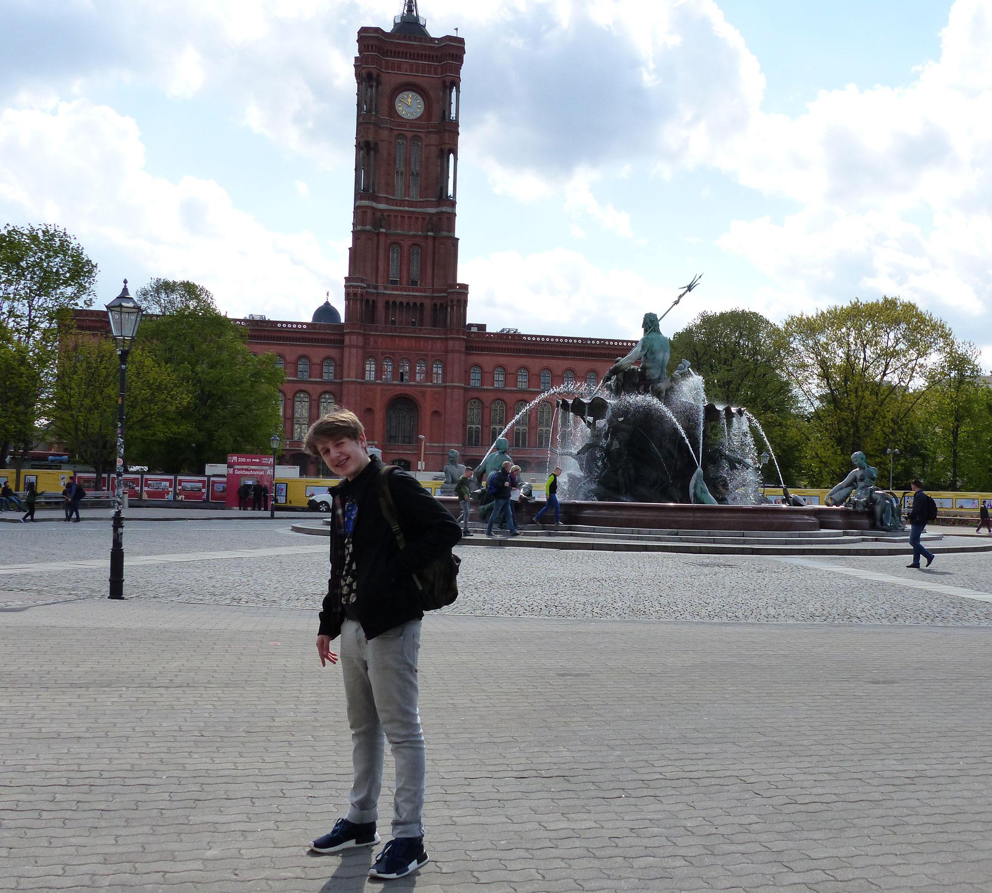 Der Neptunbrunnen am Alexanderplatz | HIMBEER Magazin