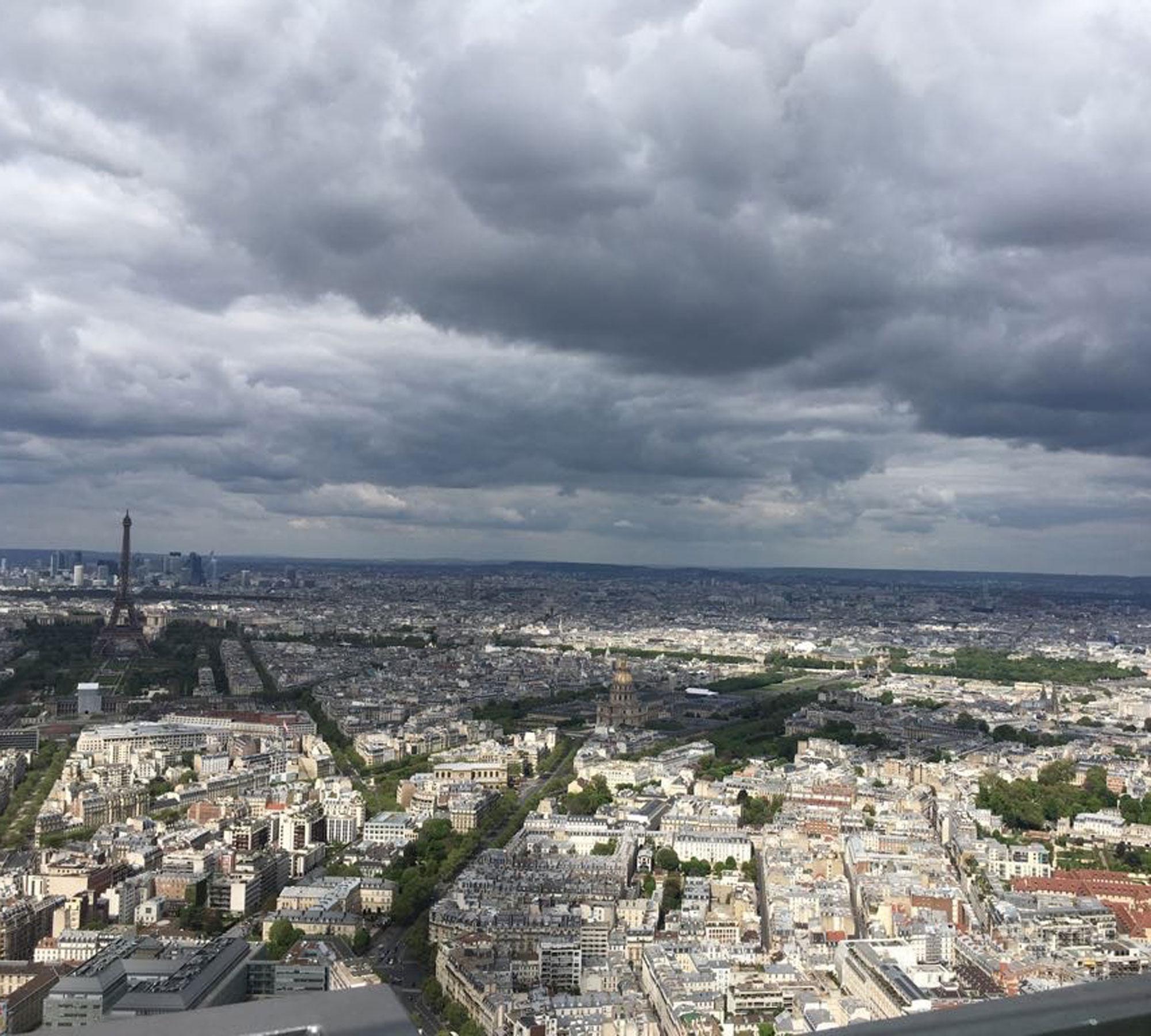 Paris mit Kindern: Ausblick vom Tour Montparnasse // HIMBEER
