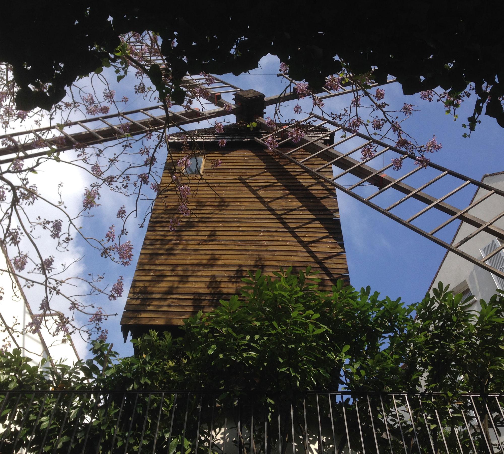 Blick auf die Mühle in Montmatre // HIMBEER