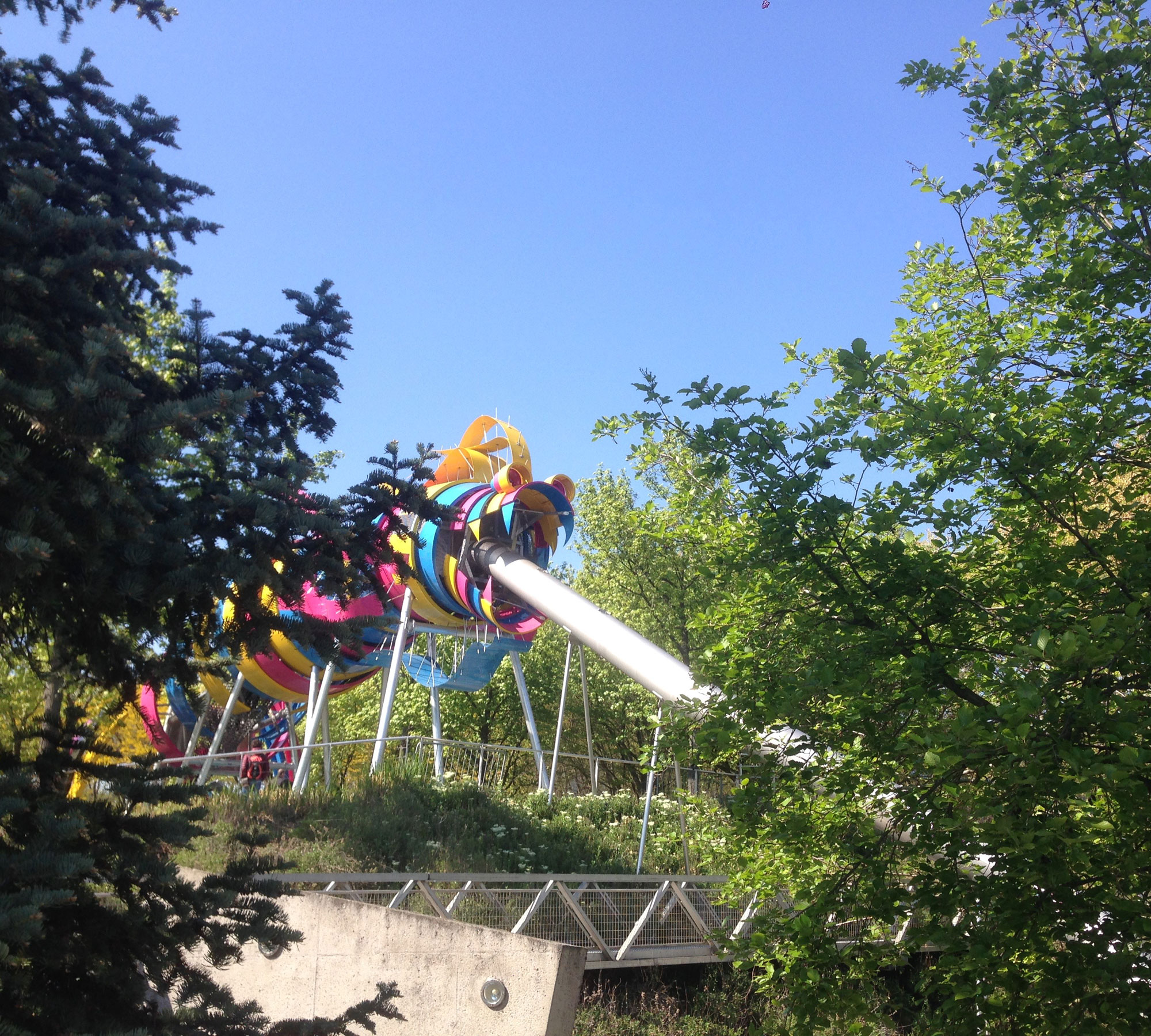 Paris mit Kindern: Spielplatz im Parc de la Villette // HIMBEER