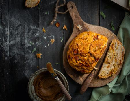 fluffiges Kürbis-Salbei-Brot mit Kürbisbutter // HIMBEER