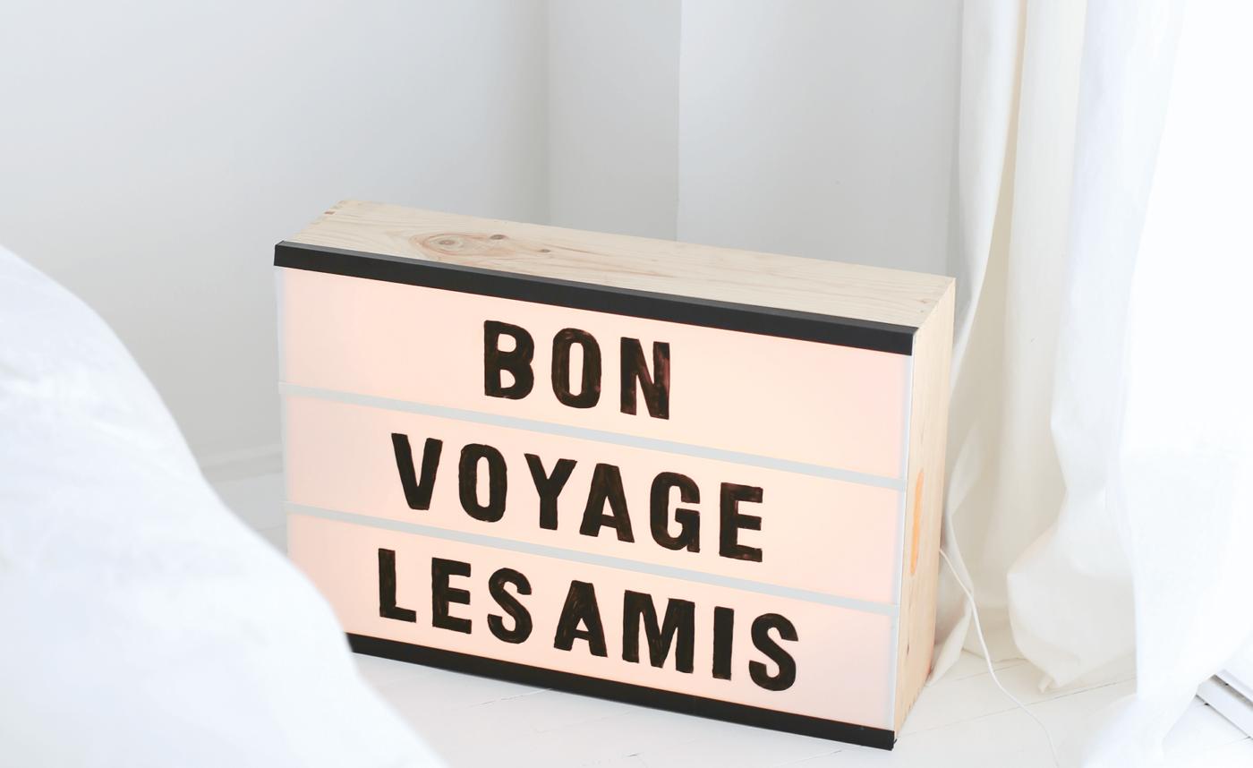 DIY-Ideen zum Wohnen mit Kindern: Leuchtkasten mit Buchstaben selber machen | BERLIN MIT KIND