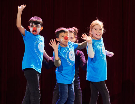 Kinder beim Seiltanz im Zirkus Cabuwazi   BERLIN MIT KIND