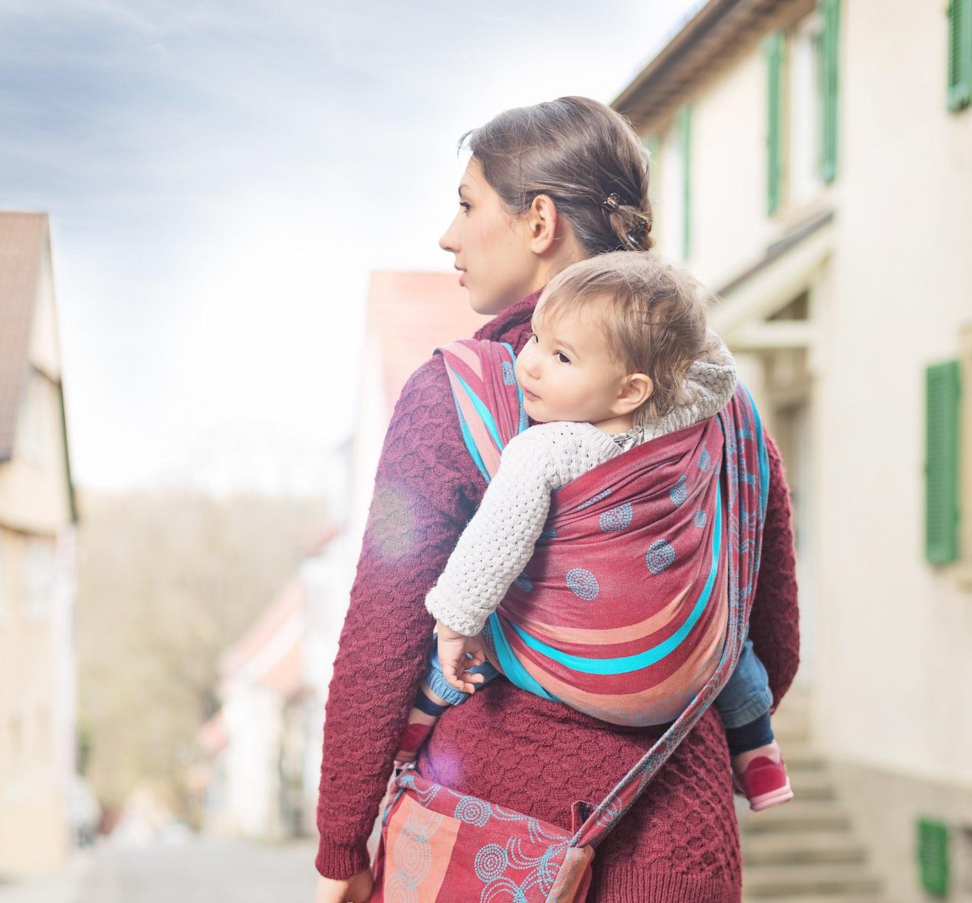 Mit dem Baby im Tragetuch unterwegs | berlinmitkind.de
