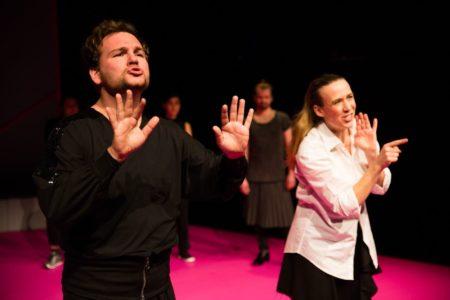 Theater in Gebärdensprache im Theater Strahl | berlinmitkind.de
