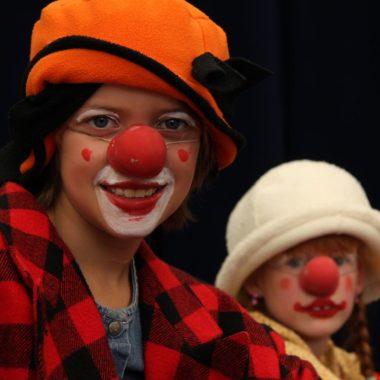 Clowns mit roten Nasen | Berlin mit Kind