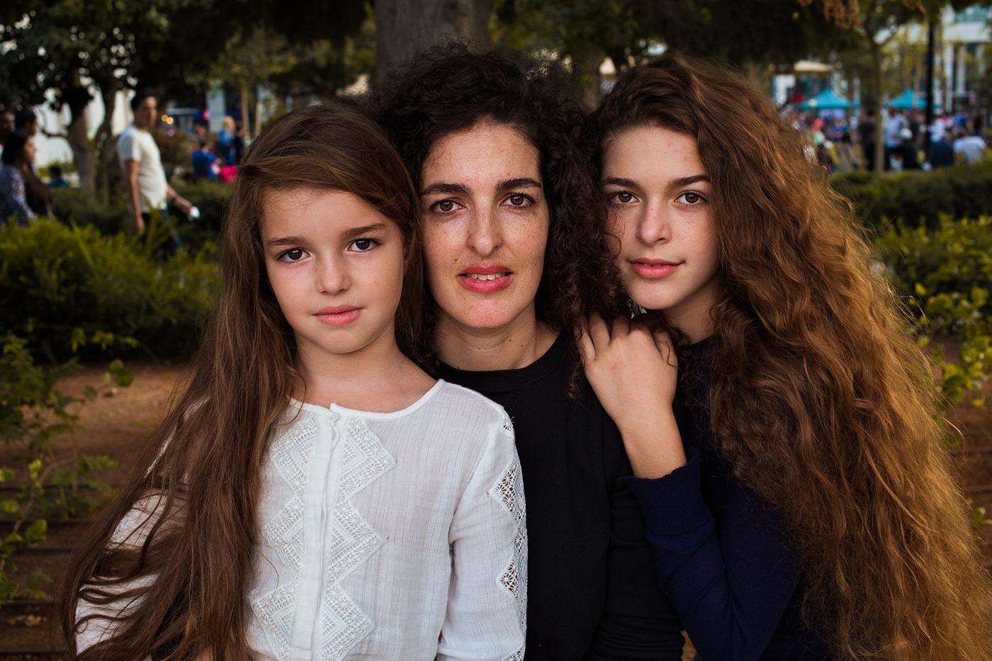 Mutter mit Töchtern in Israel