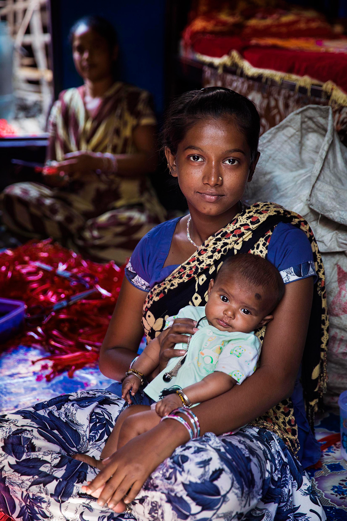 Mutter mit Kind in Indien