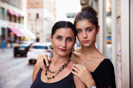 Mutter und Tochter in Milan