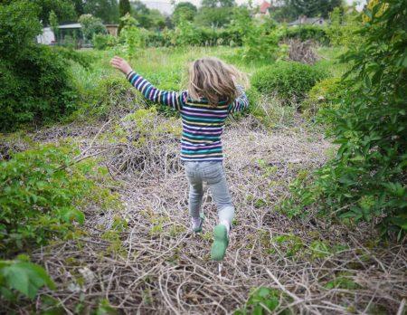 Springendes Kind | Berlin mit Kind