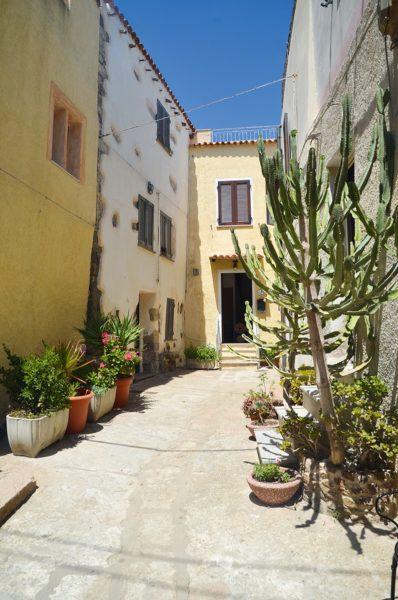 mediterrane Häuser auf Sardinien | München mit Kind