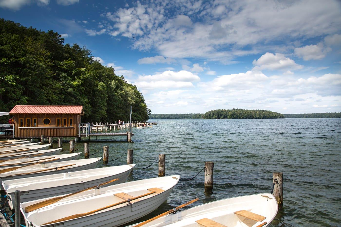 Ausflugtipp für Familien: An den Badesee mit Kindern: Stechlinsee // HIMBEER