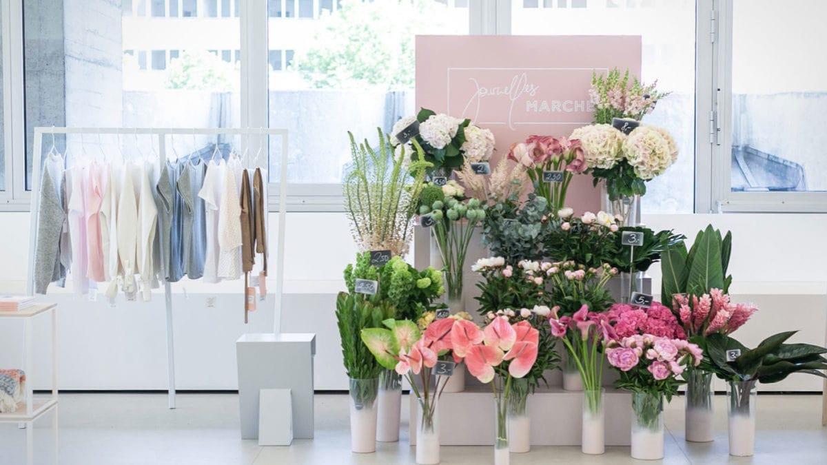 Journelles Marché mit Blumen und Kleidung / HIMBEER