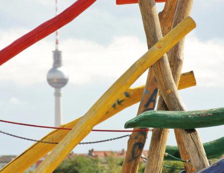 Spielplatz und Fernsehturm schöne Spielplätze Berlin