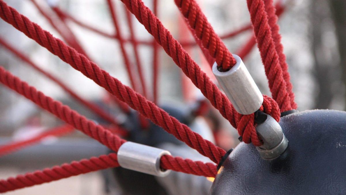 Klettergeruest mit Seilen