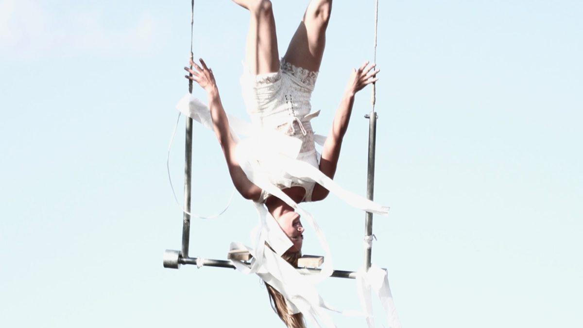 Akrobat am Trapez // HIMBEER