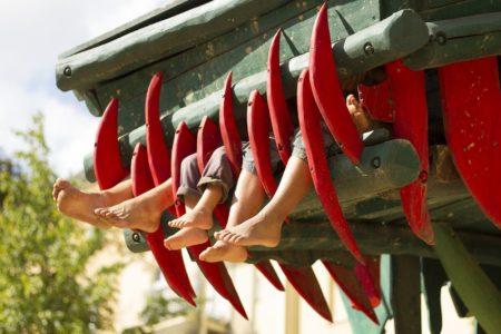 Kinder auf dem Drachen-Spielplatz // HIMBEER