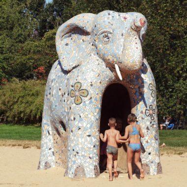 Elefant im Lehmdorf Makunaima // HIMBEER
