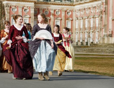 Prinzessinnen vor dem Neuen Palais // HIMBEER