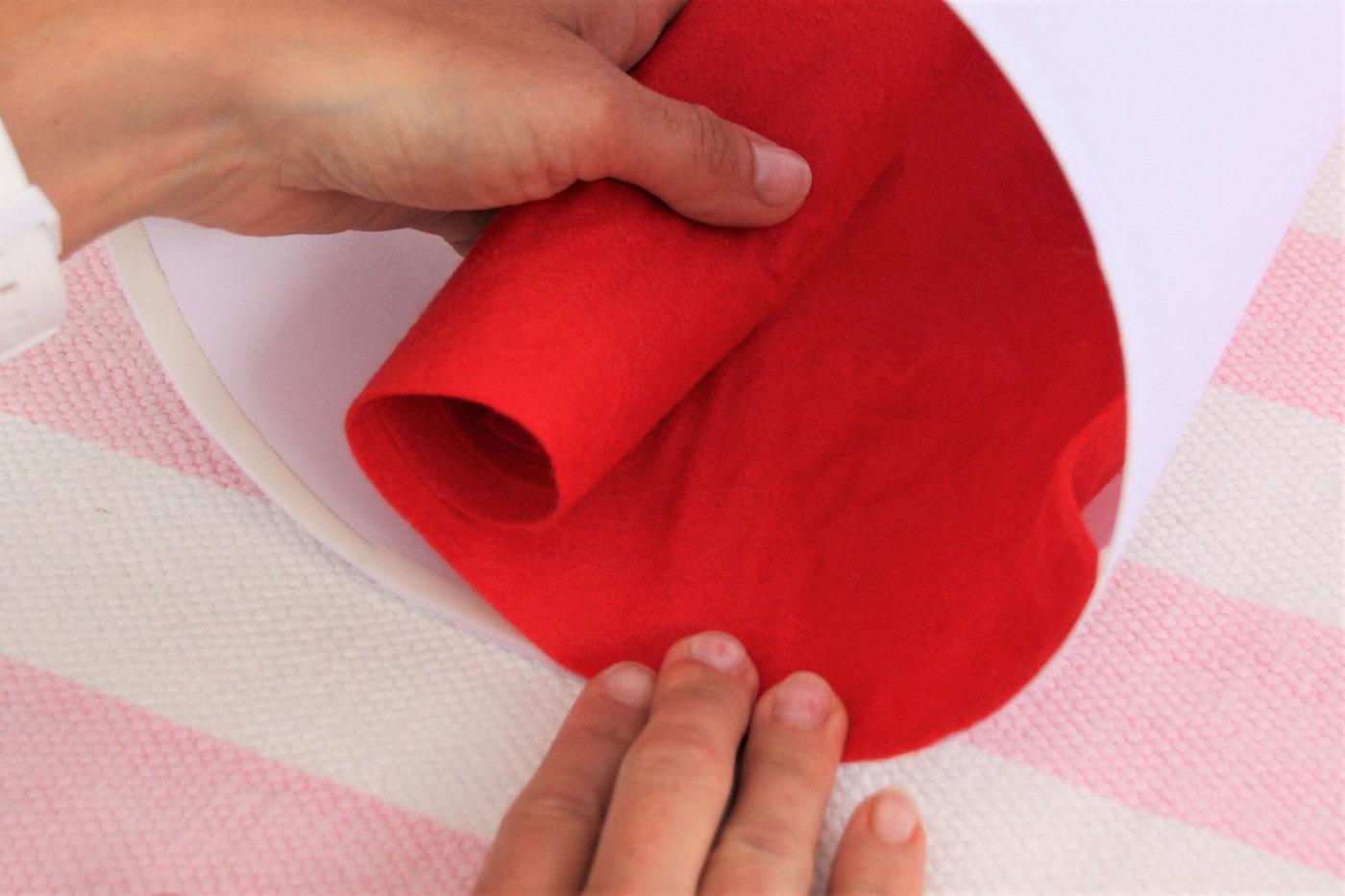 roter Filz im Schultütenrohling