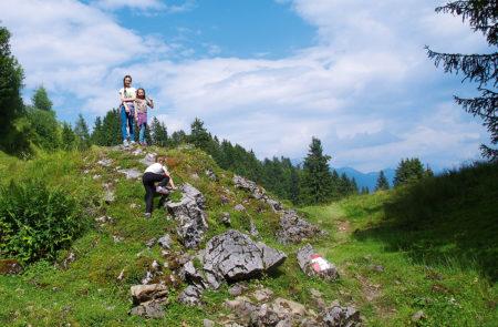 Kinder klettern auf Berg in Tirol | München mit Kind
